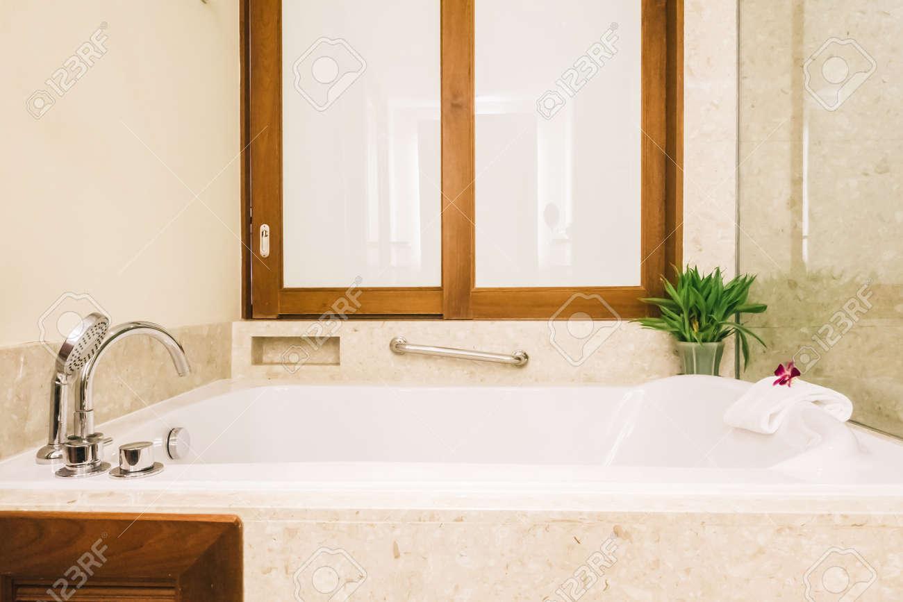 Lumières De Salle De Bains baignoire décoration intérieure de salle de bains - vintage filtre lumière