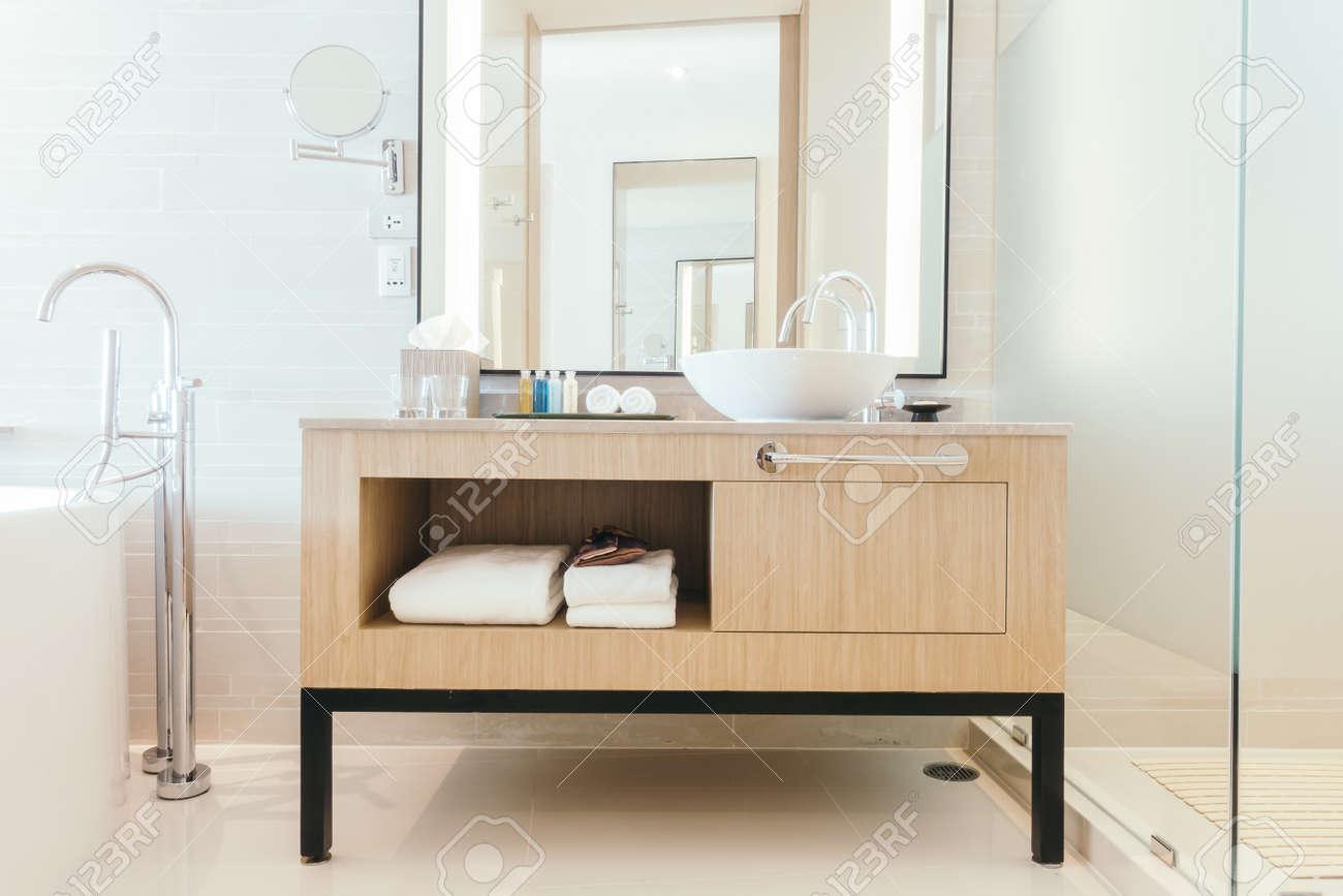 Bello affondare lusso decorazione interni bagno per sfondo filtro