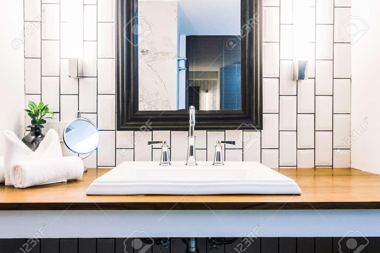 Schone Luxus Weisse Waschbecken Dekoration Im Badezimmer Interieur