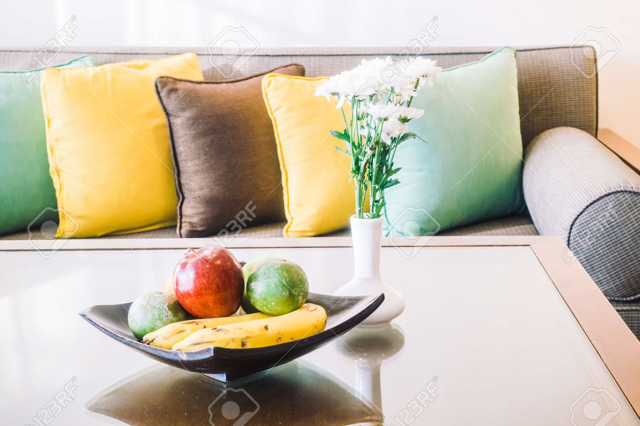 Schöne Luxus-Kissen Auf Dem Sofa Stuhl Dekoration Mit Licht Lampe ...