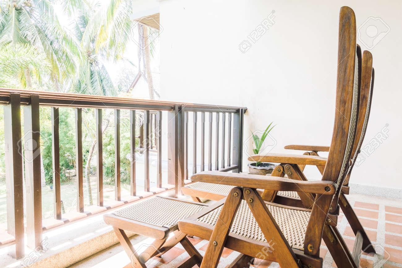 Silla Vacía En Balcón Y Decoración De Terraza Interior Vintage Light Filter