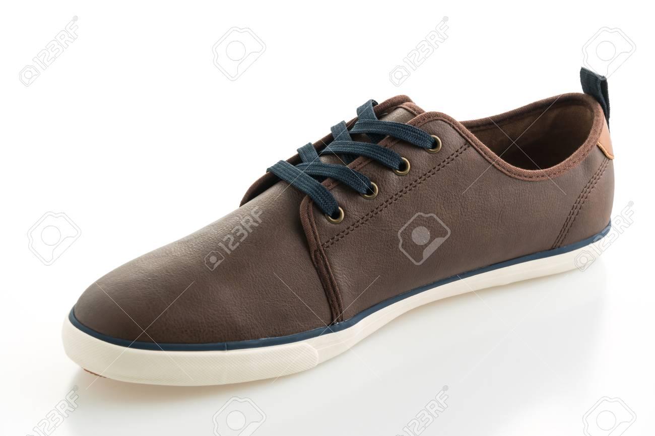 cbef793855 Foto de archivo - Moda zapatos de cuero marrón aisladas sobre fondo blanco