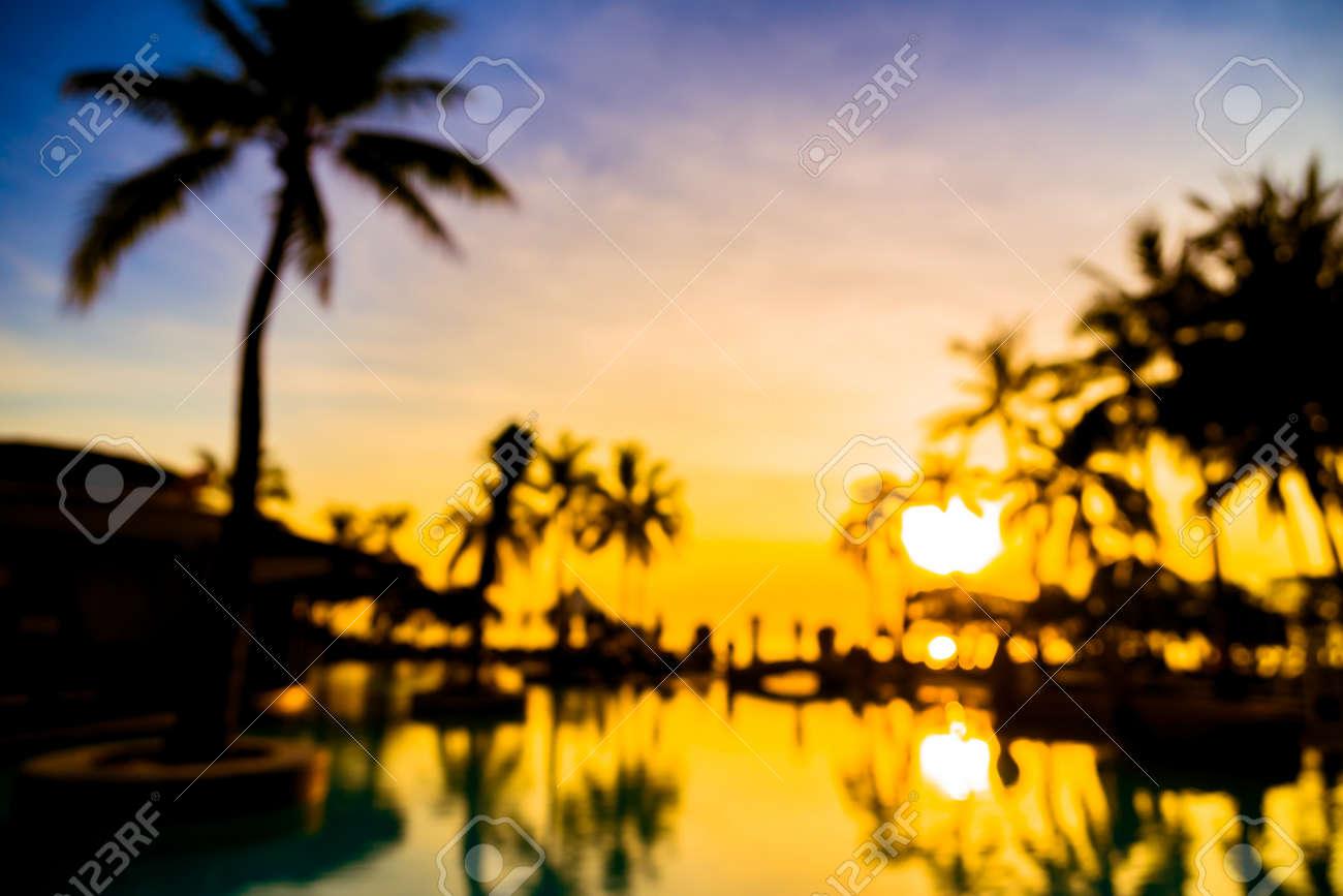 flou abstrait, silhouette, cocotier, arbre, autour de, piscine, dans,  hôtel, et, recours, à, sunrise, temps