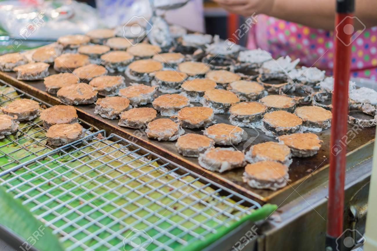 Babin caramelle è in stile thai strada cocco pancake dolce il