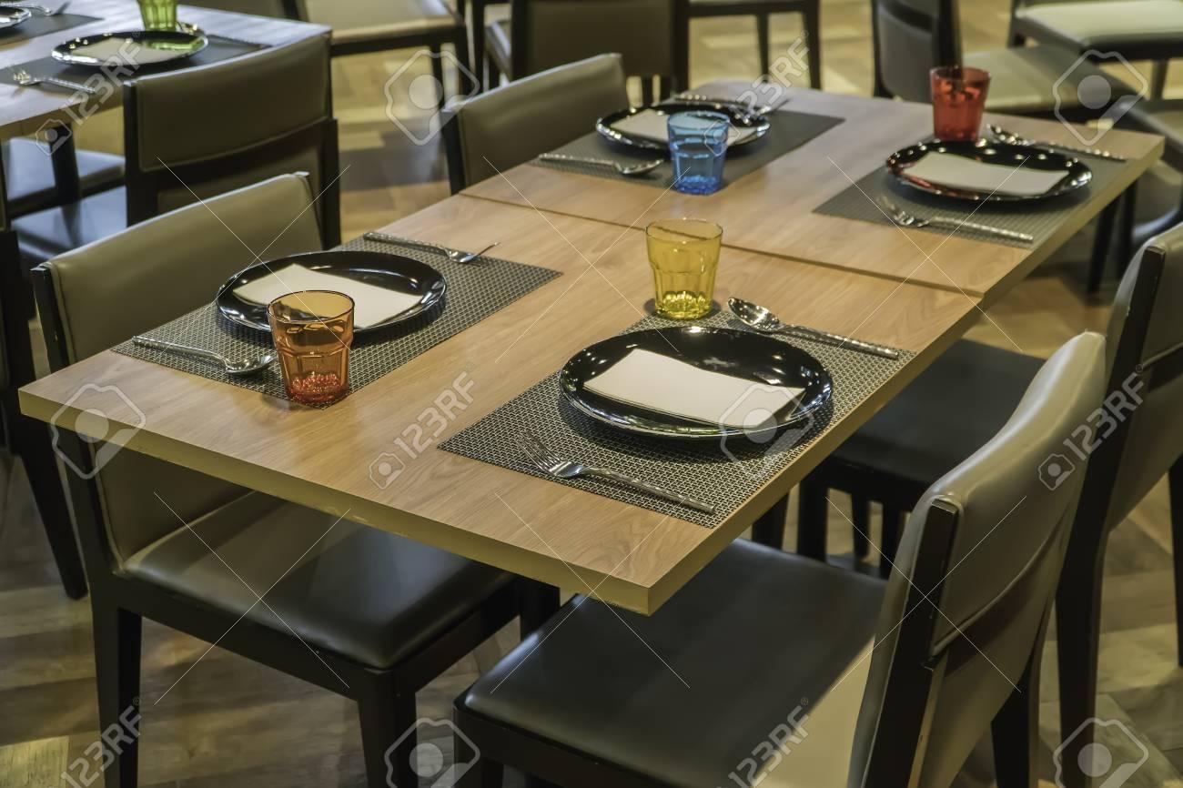 Immagini Stock Sala Da Pranzo Moderna Con Tavolo Da Pranzo Piccola Profondita Di Campo Image 98640959