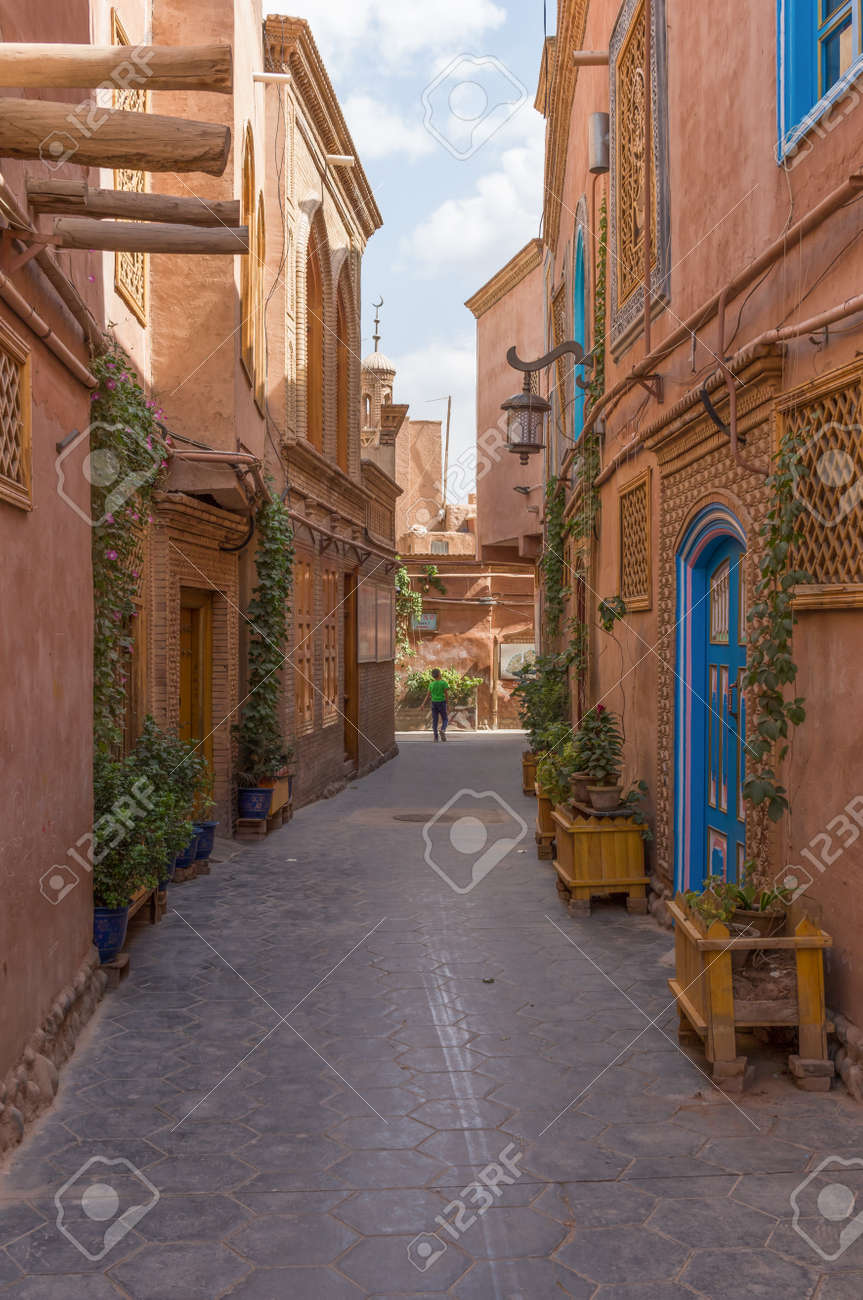 Kashgar, China - main city of the Uyghur ethnicity, and once an important stop along the Silk Road, Kashgar displays a wonderful Old Town, characterized by very narrow alleys - 137123875