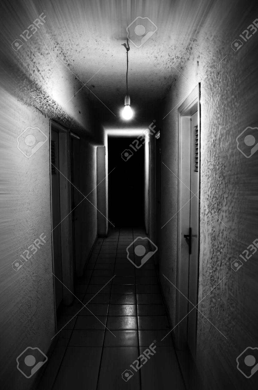 Lumiere Brille Dans Couloir Sombre Du Socle Flou