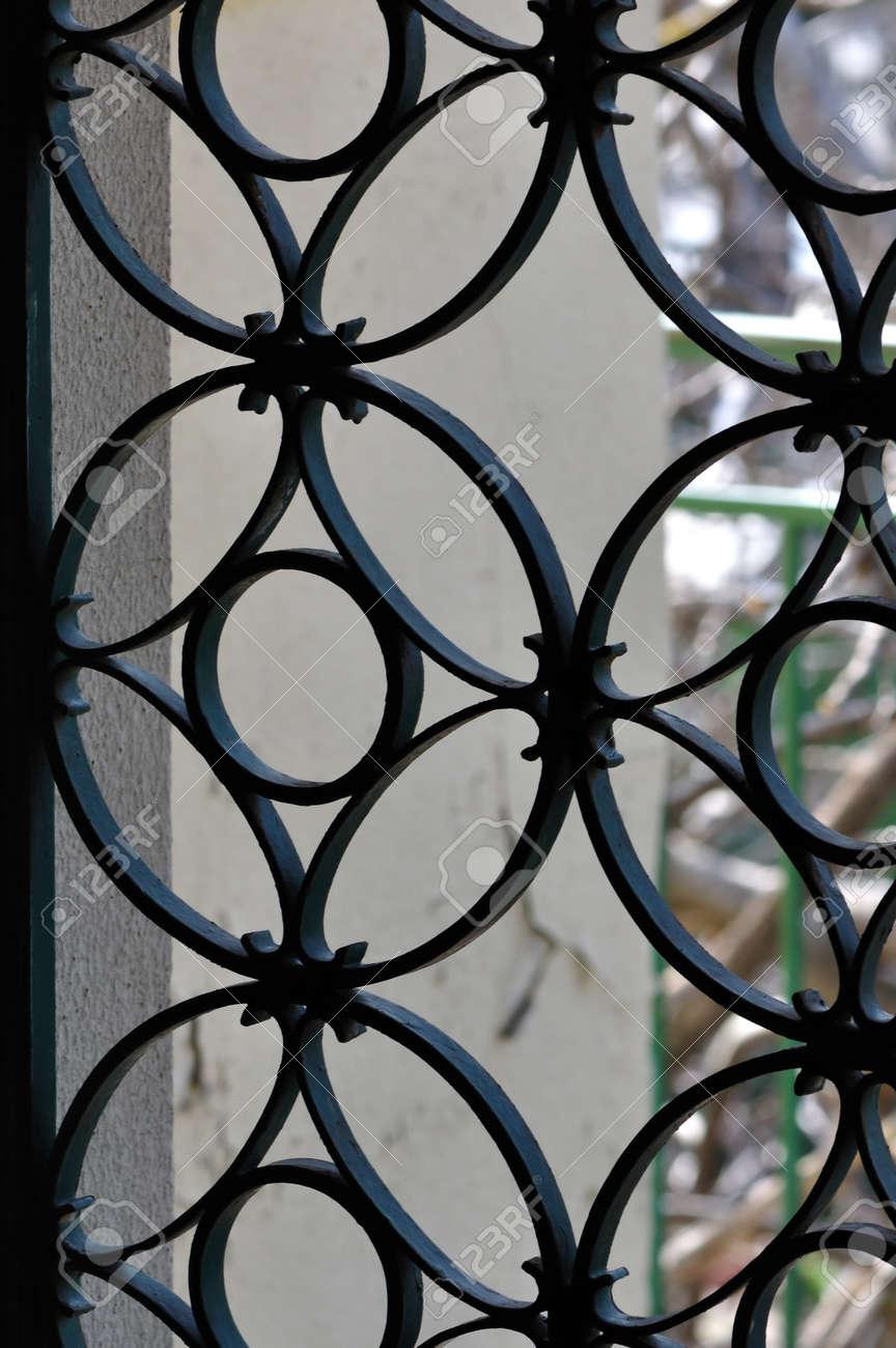 Vintage Marco De La Puerta De Metal Con El Patrón De Círculos ...
