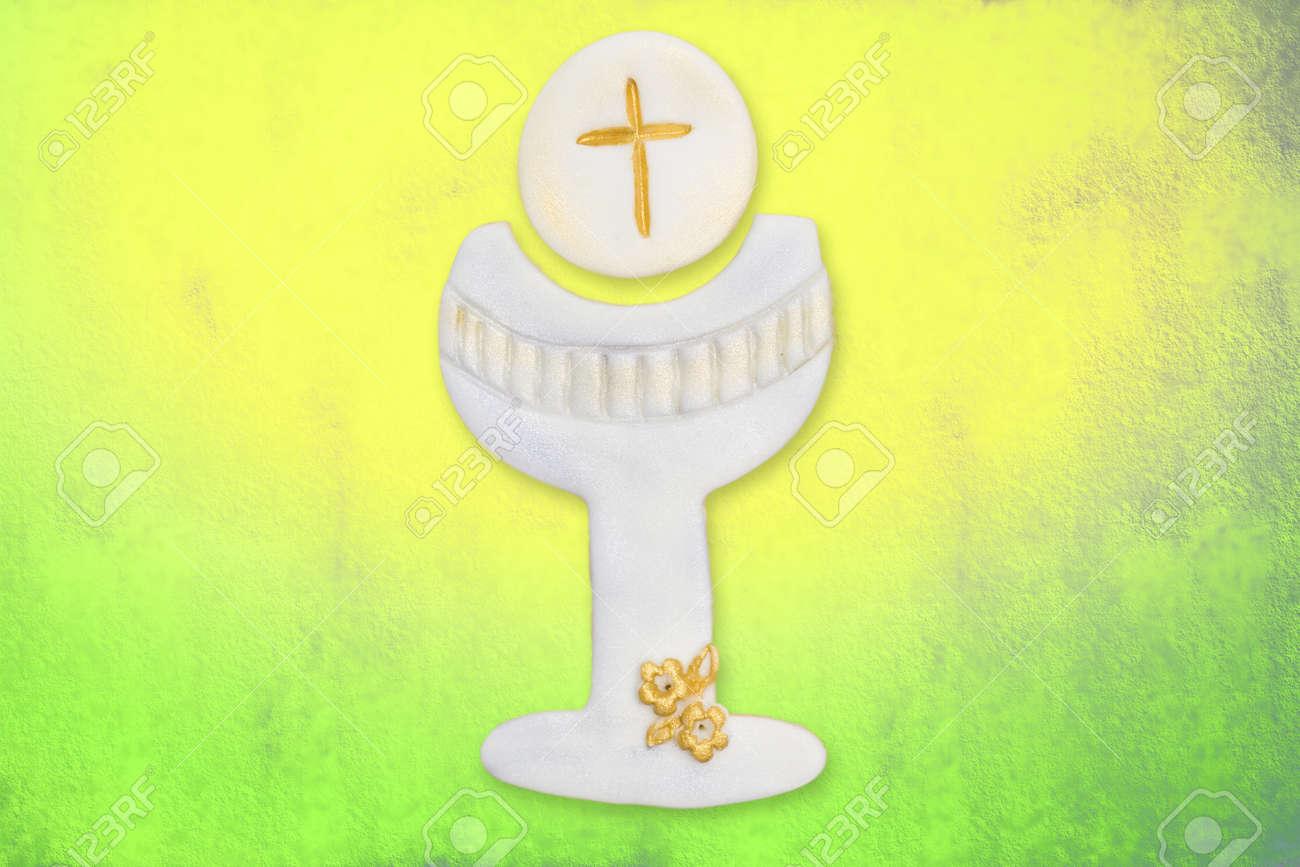 cáliz y la hostia linda la primera comunión, en el fondo de colores Foto de archivo - 12049888