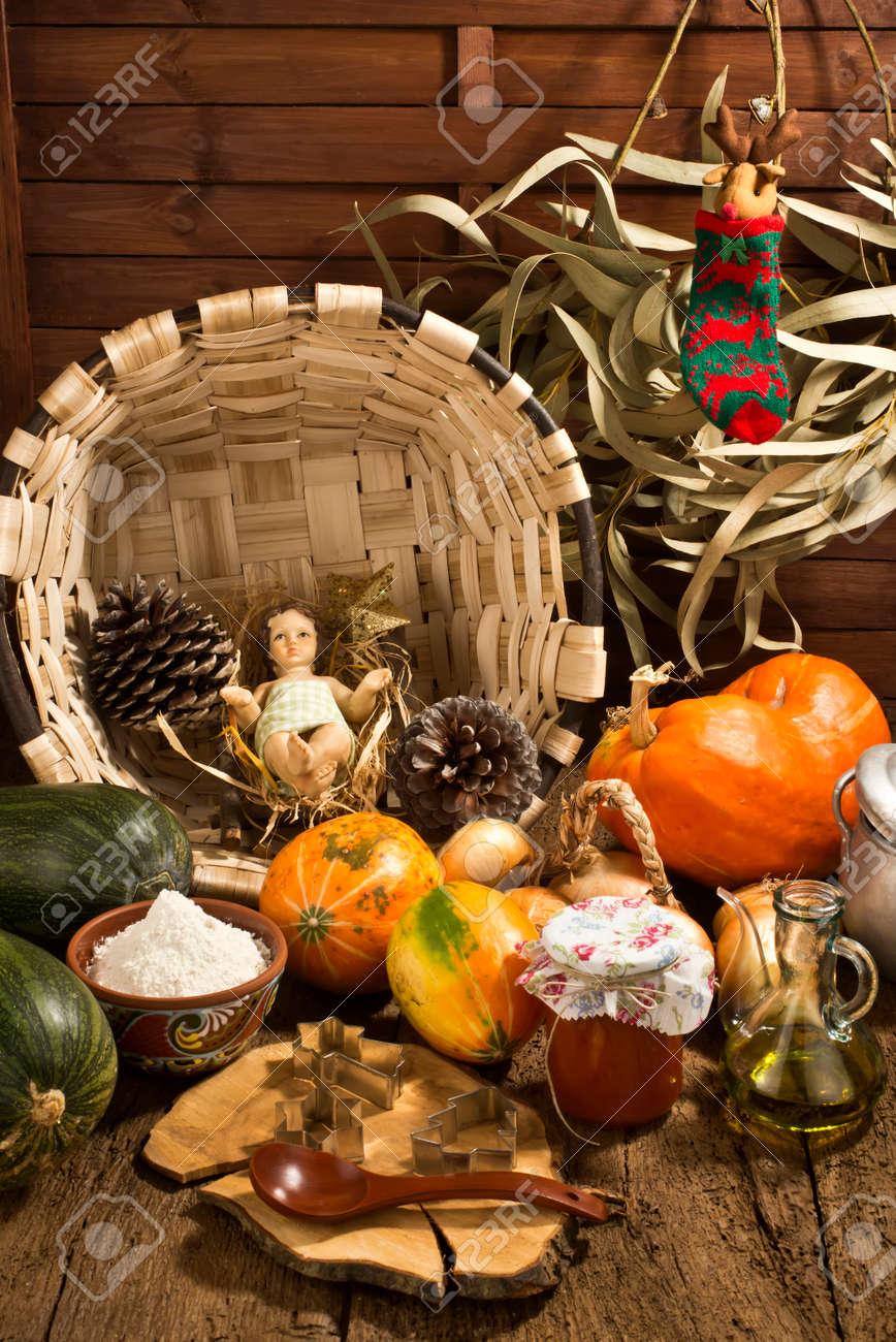 Tarjeta De Navidad, El Niño Jesús Estatuilla En La Cocina Del País ...