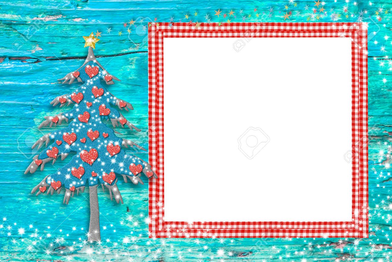 Marcos Para Fotos De Arbol De Navidad.Foto Marcos De Navidad Tarjetas De Arbol Lindo Y Un Marco Vacio De Color Rojo Para Poner La Foto En Un Fondo De Madera Azul Con Las Estrellas