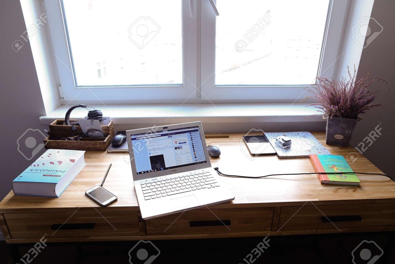 Sfondo Desktop Stanza Ufficio : Moda di affari che lavora nell ufficio camera sfondo scrivania