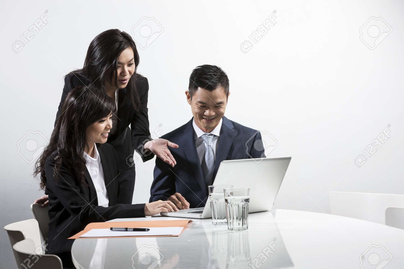Group of Chinese business people having a meeting together Stock Photo - 20057649