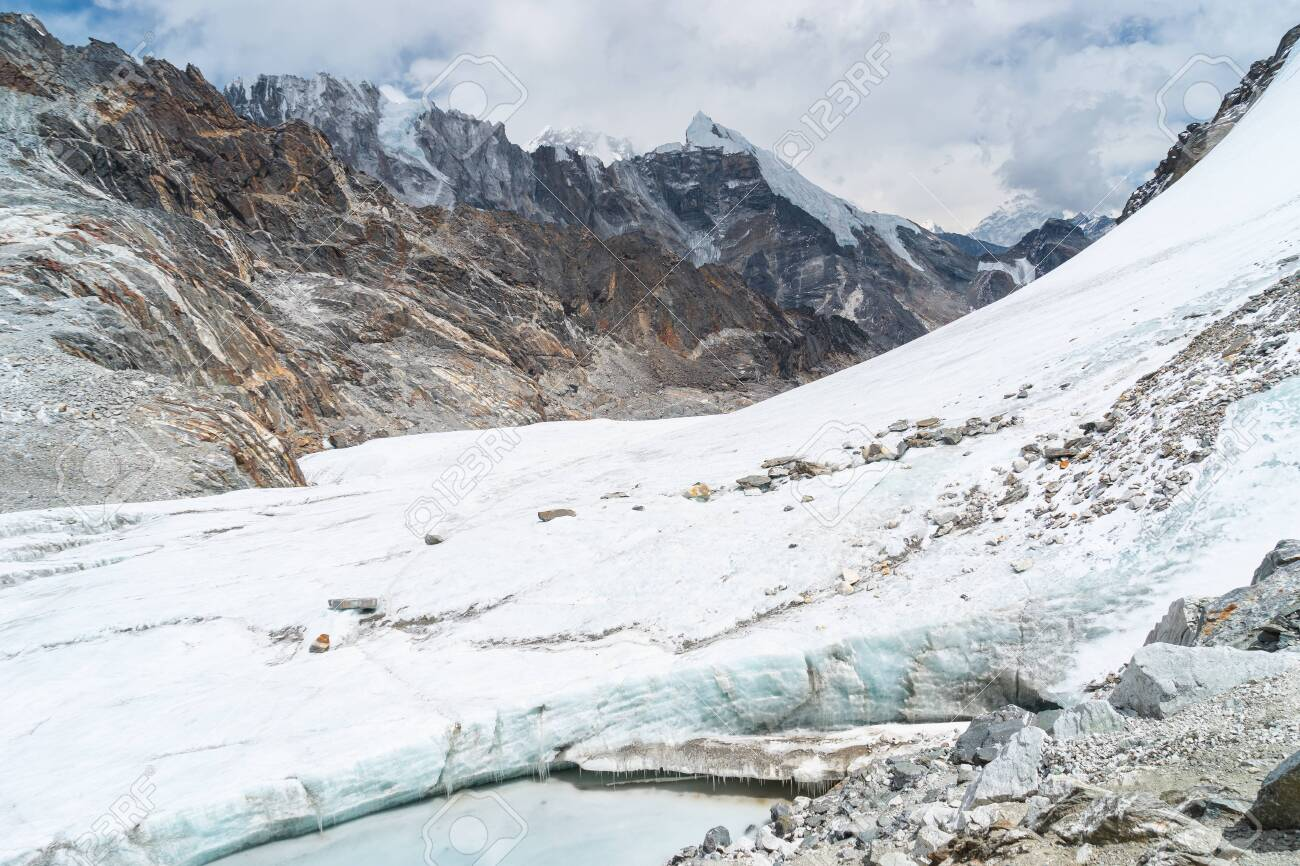 Glacier in Chola pass in Everest base camp trekking route, Himalaya mountains range in Nepal, Asia - 146707432