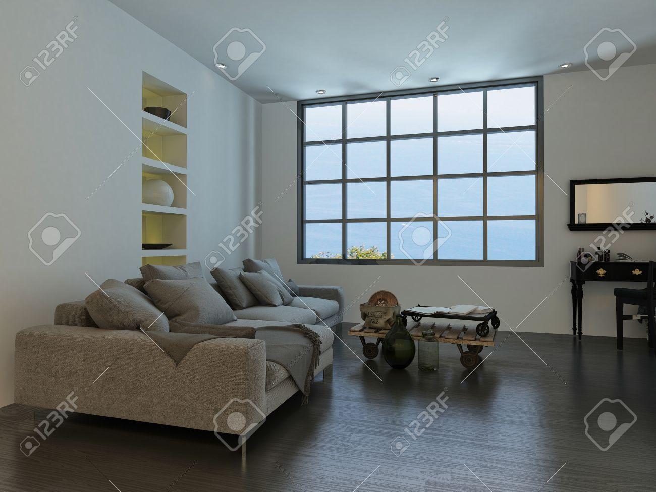 Woonkamer met een grote cottage ruit stijl venster en een grote ...