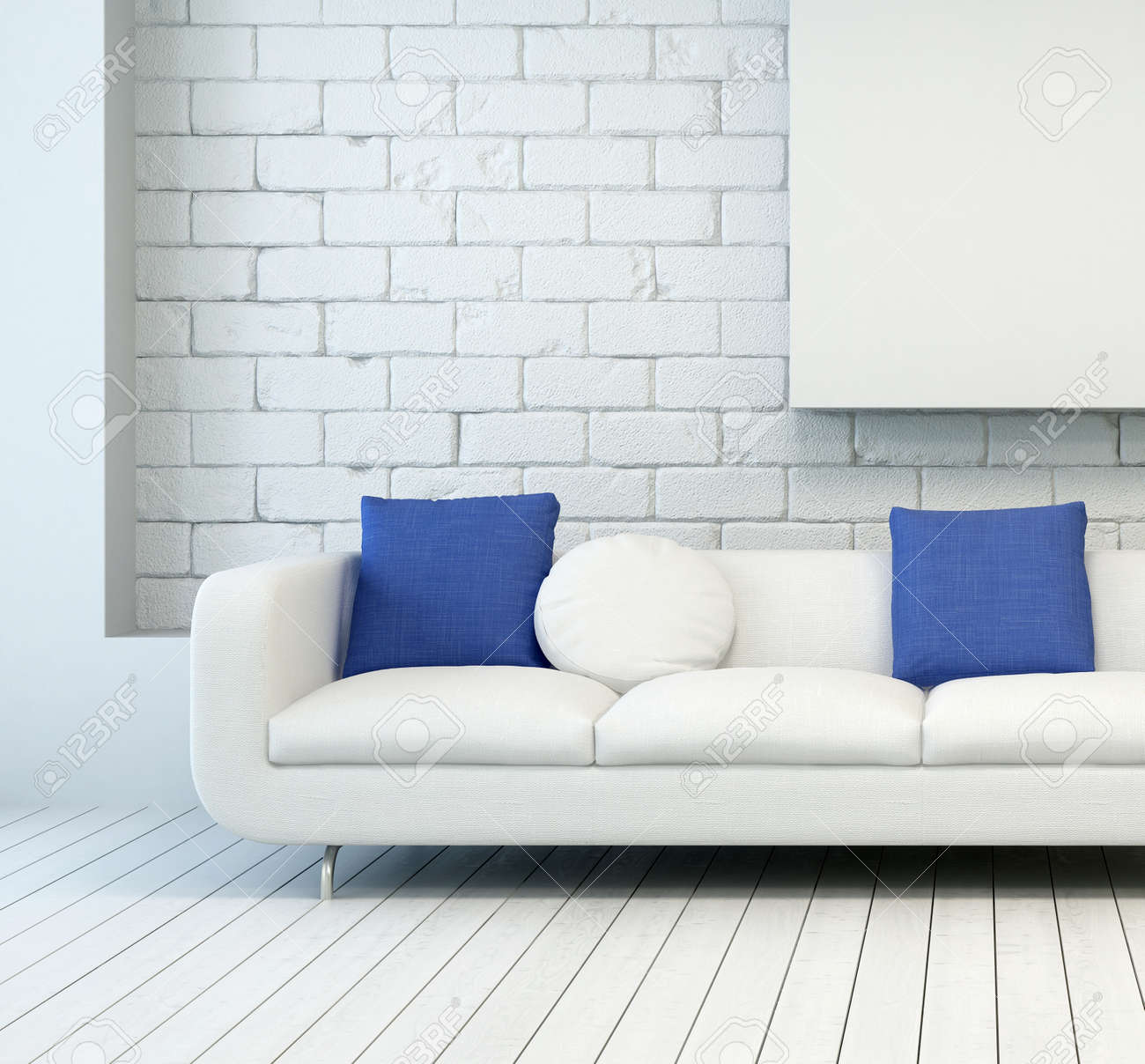 Standard Bild   Weiße Couch Mit Weißen Und Blauen Kissen An Architectural  Wohnzimmer Mit Weißen Wand Und Bodenbelag.
