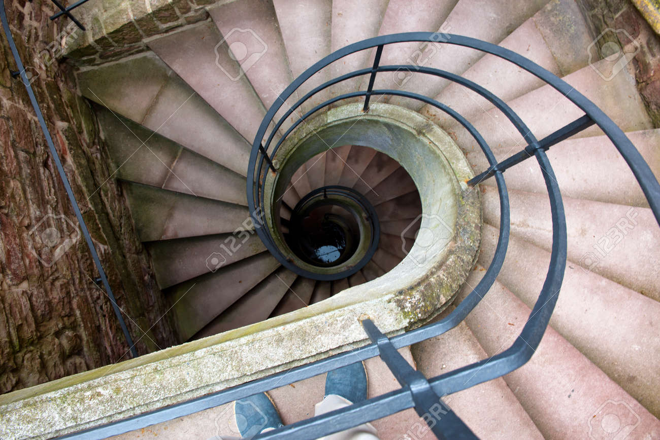 Erhohte Ansicht Von Downward Spiral Staircase Winding In