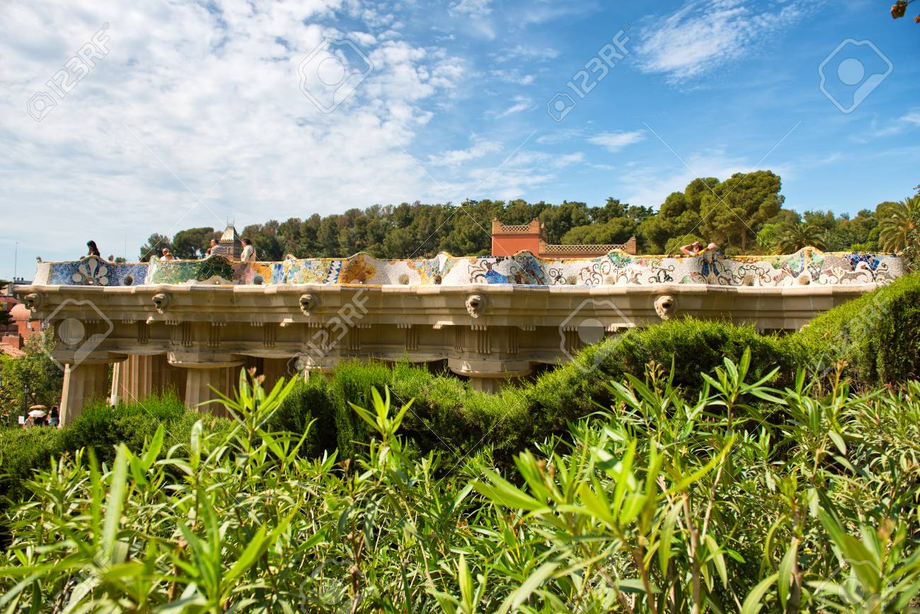 Barcelona España 02 De Mayo Terraza Principal En El Parc Guell En Barcelona España Terraza Central Con Asientos De Serpentina Alrededor De Su