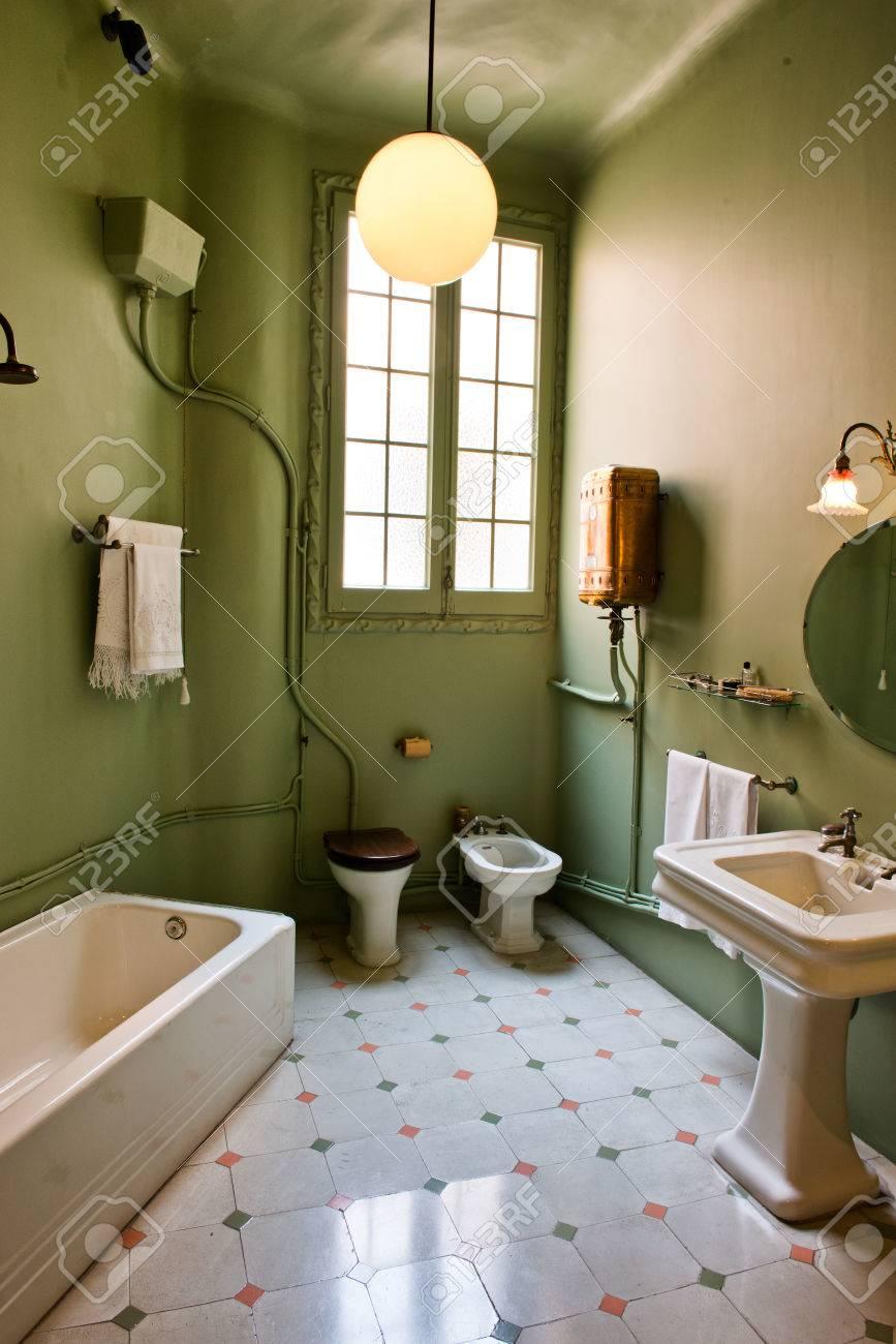 Grünes Badezimmer Innen Casa Mila Im Retro-Stil Verziert - La ...