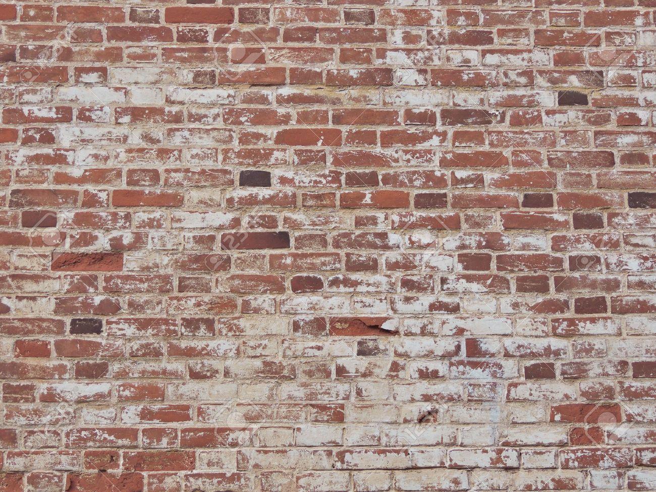 Peindre Un Mur De Brique vieux mur de briques rouges avec de la peinture défraîchie. brique de fond.