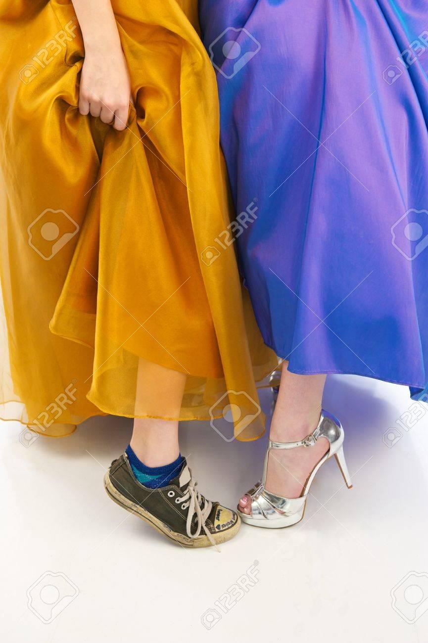 Nur Der Untere Teil Von Zwei Jungen Mädchen Tragen Schöne Prom Prom ...