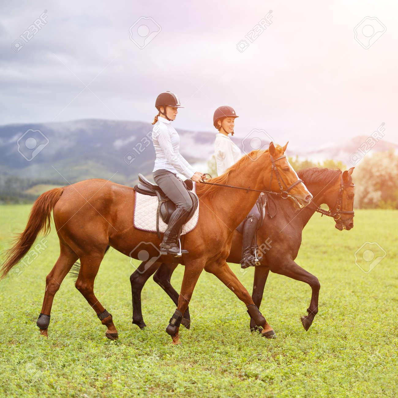Frauen reiten Reiten
