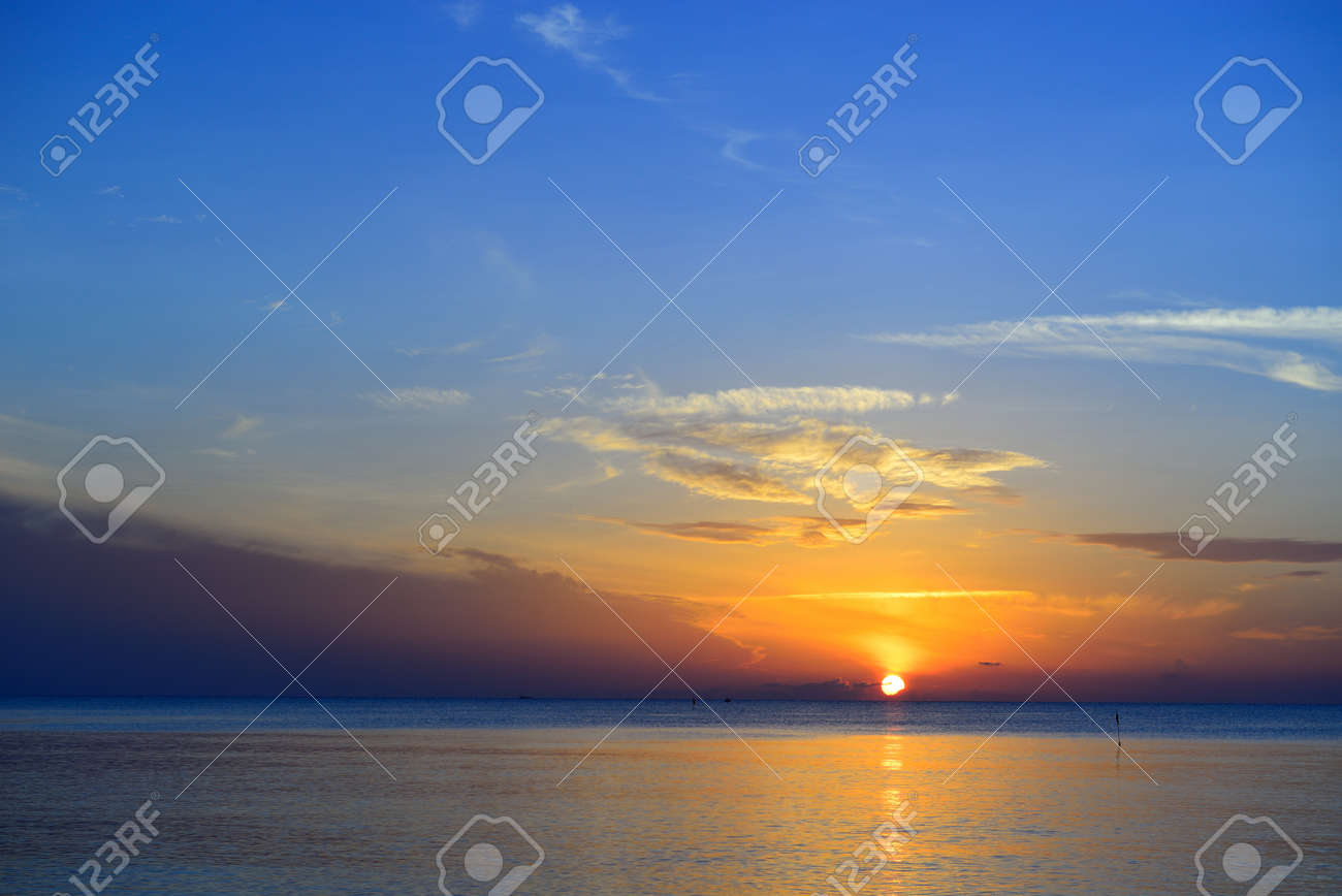 Beautiful tropical sunrise in the sea at Thailand Stock Photo - 15388475