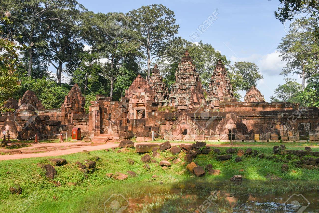 Architetti Famosi Antichi il tempio di banteay srei l'architettura khmer di siem reap. banteay srei è  uno dei più famosi templi antichi di siem reap, banteay srei, noto per le