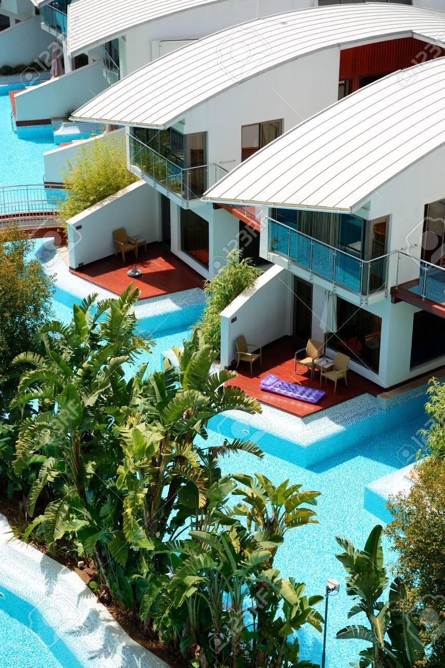 Moderne villen mit pool  Moderne Villen Mit Schwimmbad In Luxus-Hotel, Antalya, Türkei ...