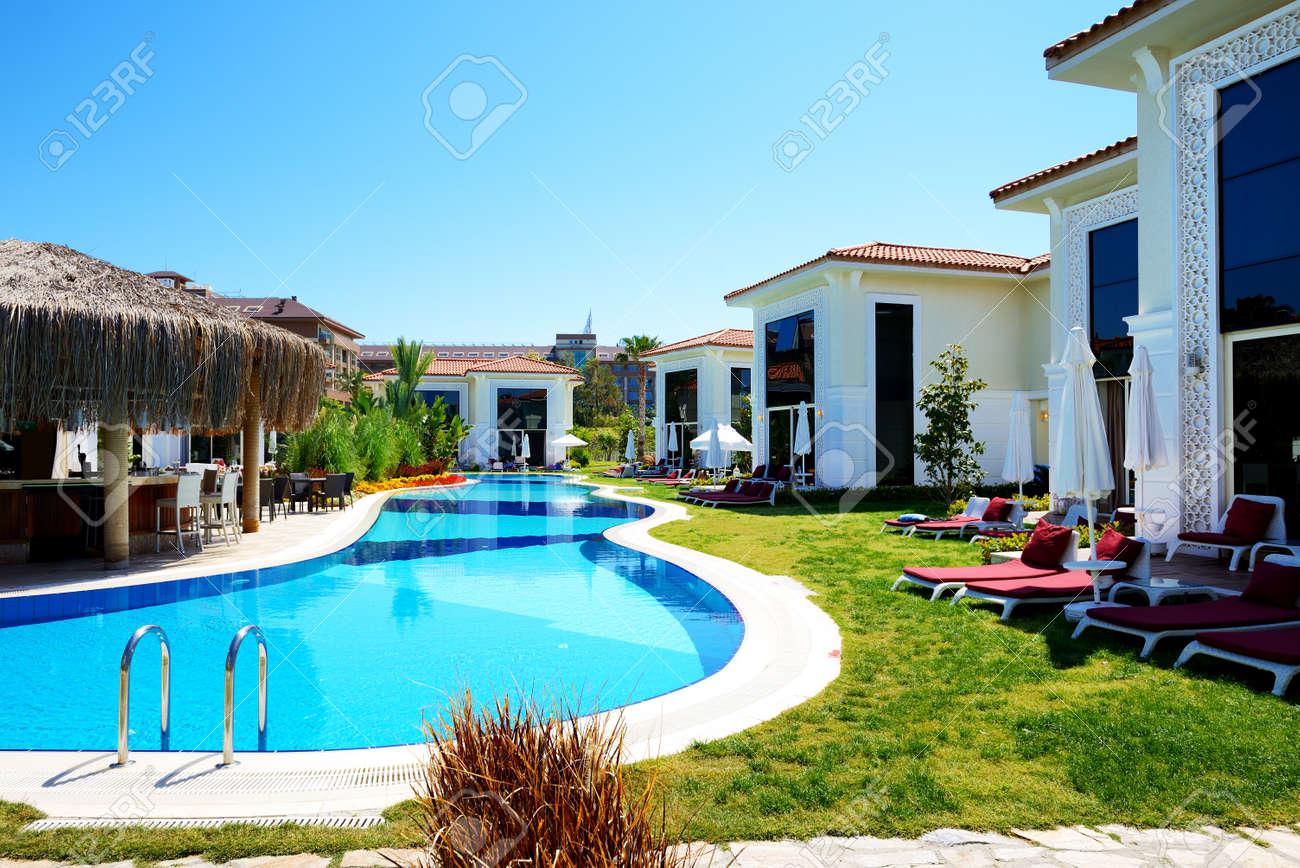 Moderne Villen Mit Pool In Luxus Hotel, Antalya, Türkei Standard Bild