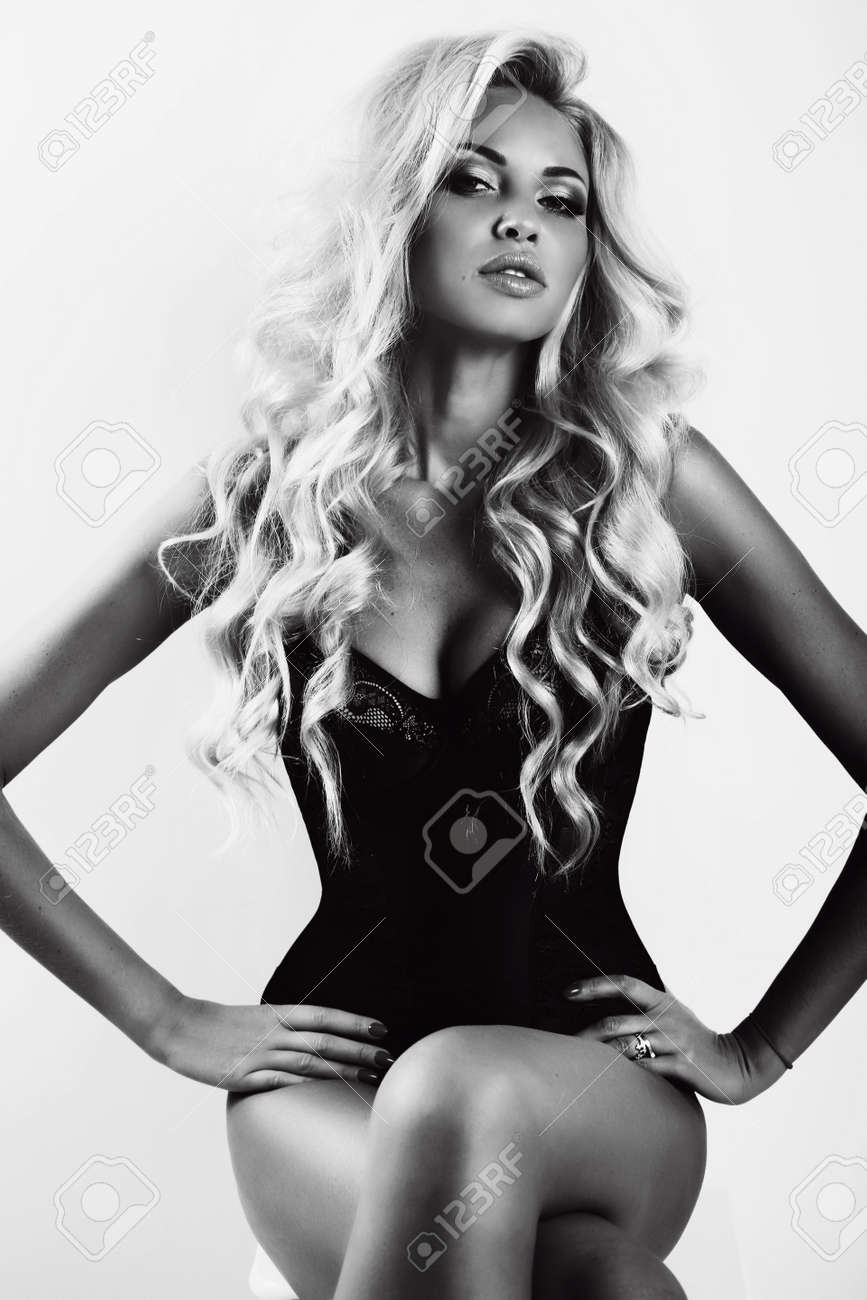 Ovako zamišljam osobu iznad  - Page 6 50537226-fashion-black-and-white-photo-of-gorgeous-sexy-woman-with-long-blond-hair-and-tanned-skin