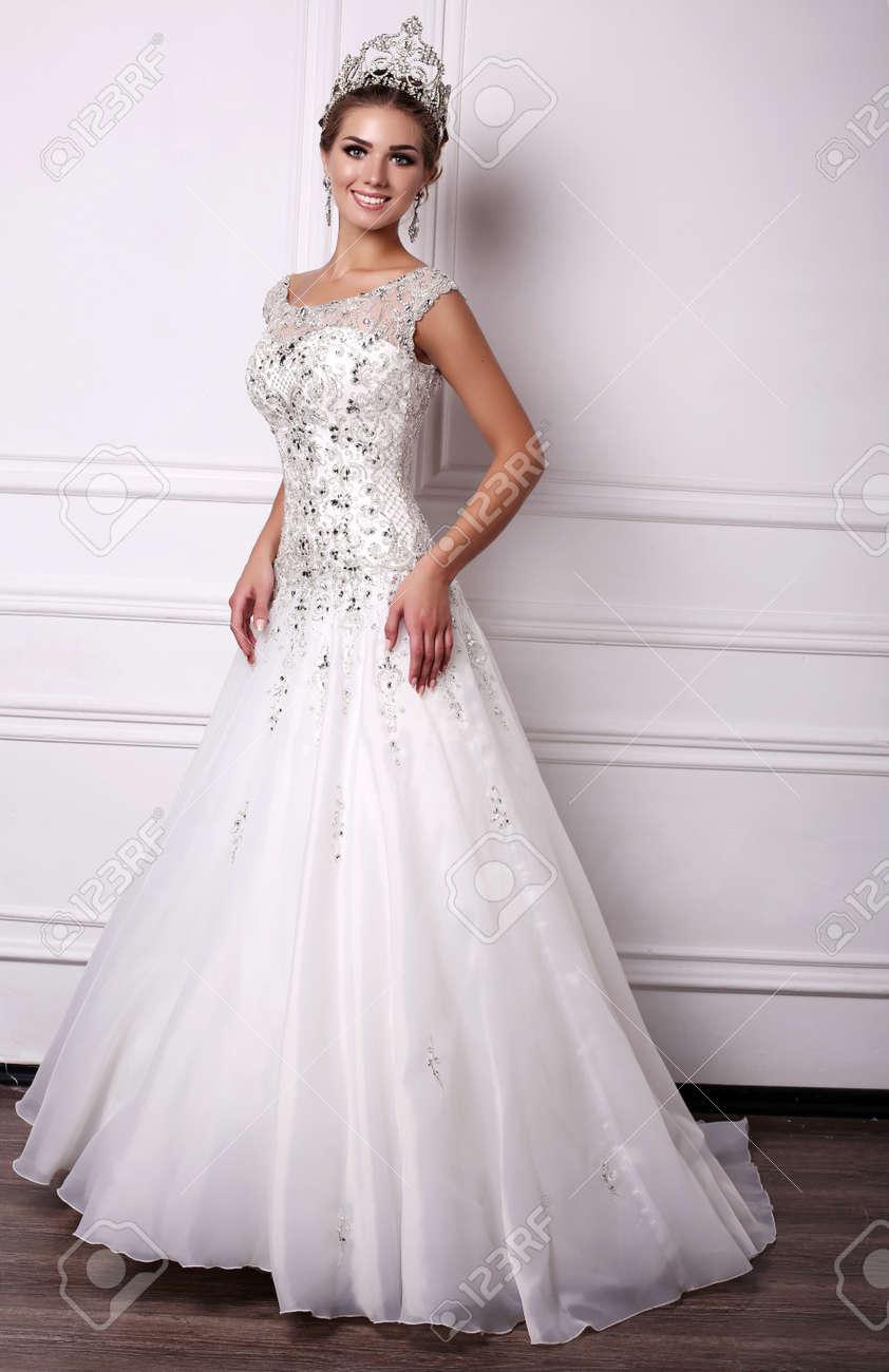 Ungewöhnlich Dunkel Brautkleid Bilder - Hochzeit Kleid Stile Ideen ...