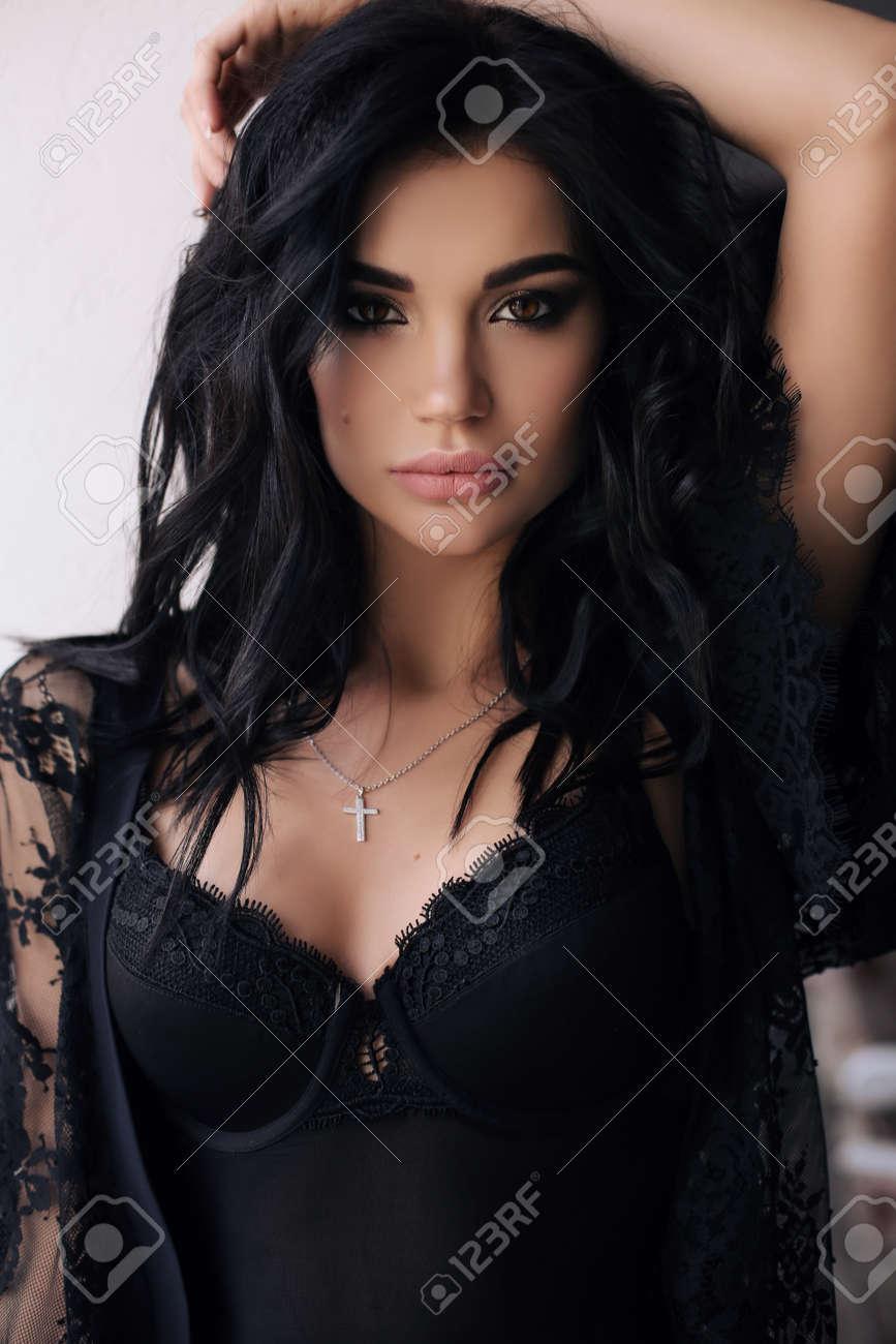 Mode, Intérieur, Photo, Magnifique, Jeune, Femme, Sombre, Cheveux ...