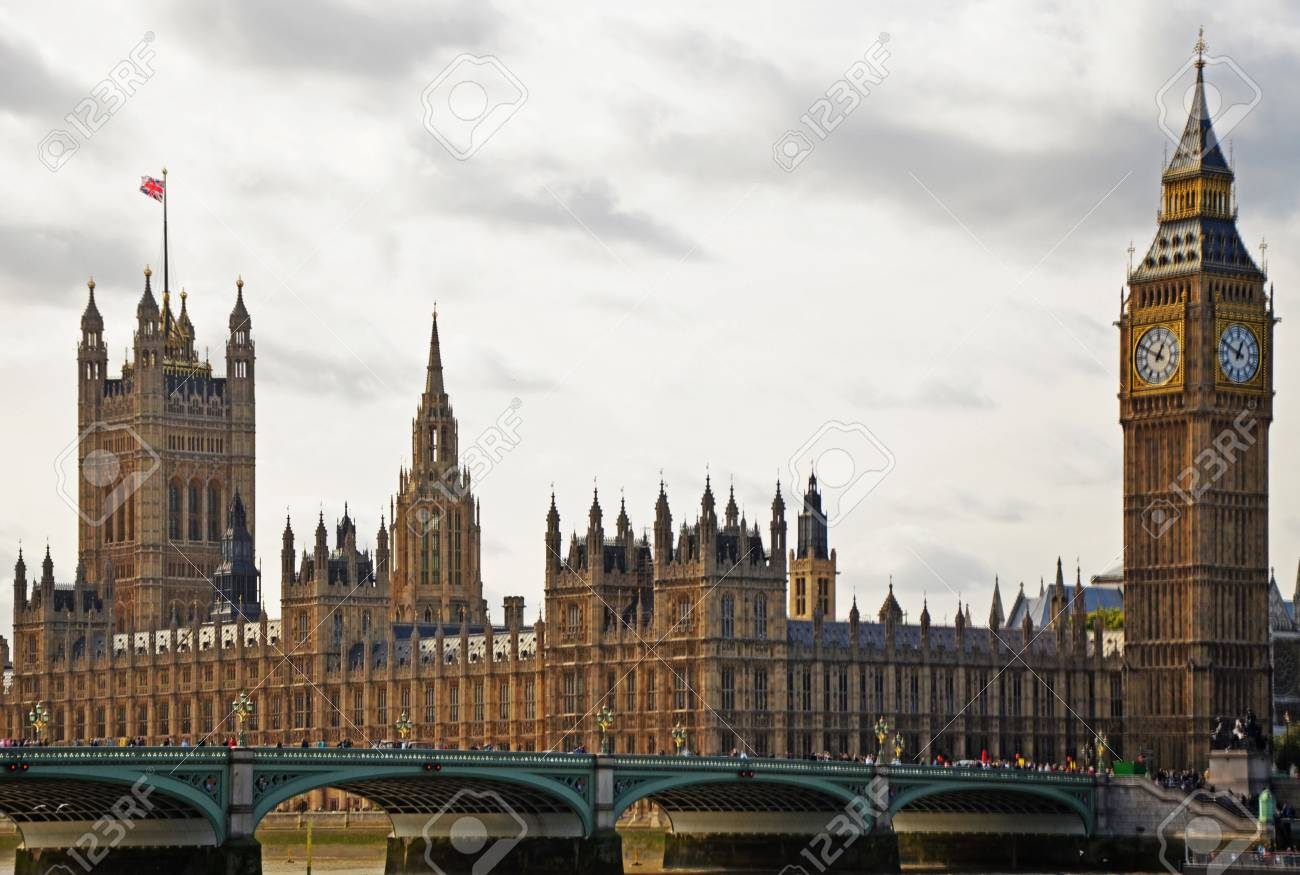 A view at Big Ben and Westminster Bridge - 12201436