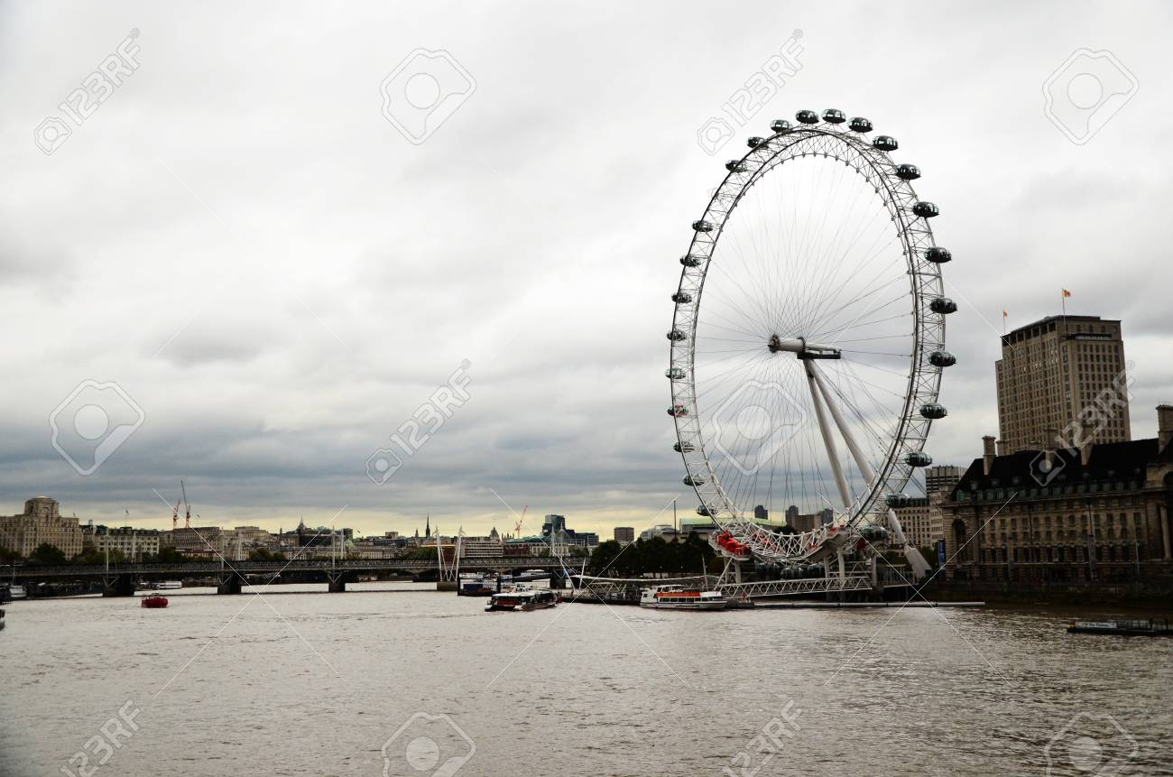 A view at Themse and London Eye - 12201438