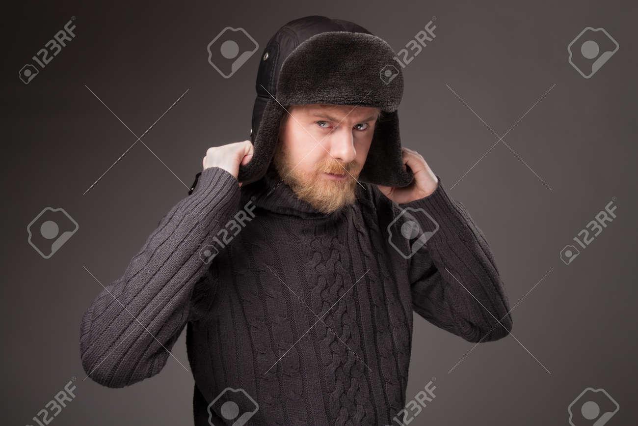 Foto de archivo - Leñador en el sombrero ruso cc154f2e70f