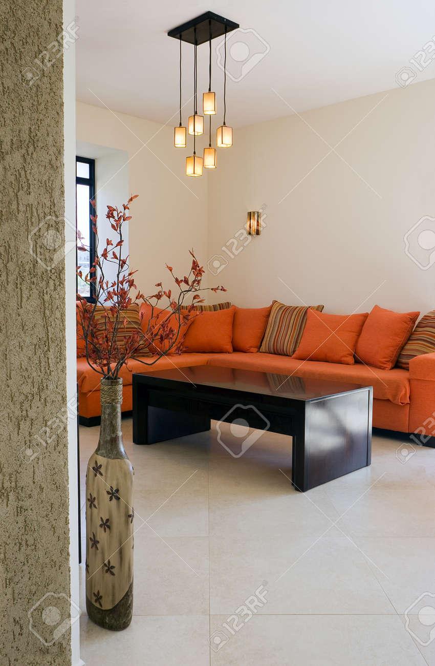 Ensemble mobilier moderne salle de séjour dans chalet / Le salon meubles  ensemble