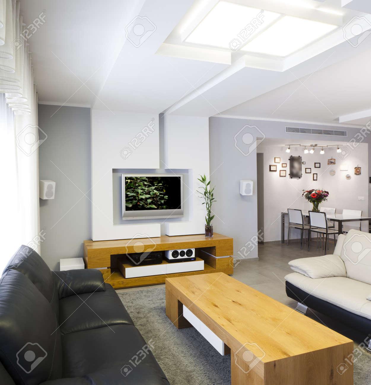 habitacin moderna con plasma tv nota a revisor imagen original en la pantalla del televisor fue