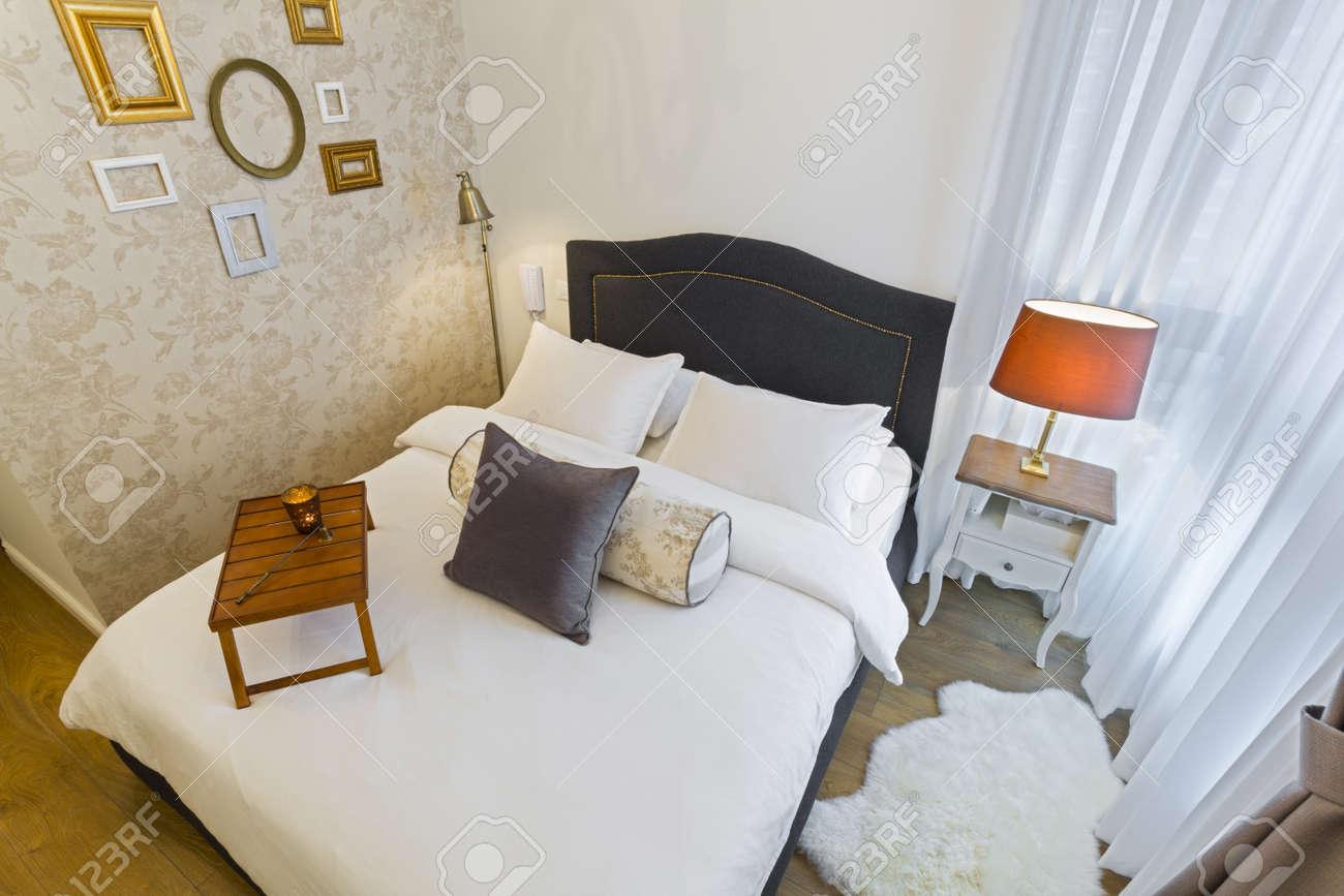Chambre A Coucher Moderne De Luxe Avec Du Papier Peint Hotel De Luxe