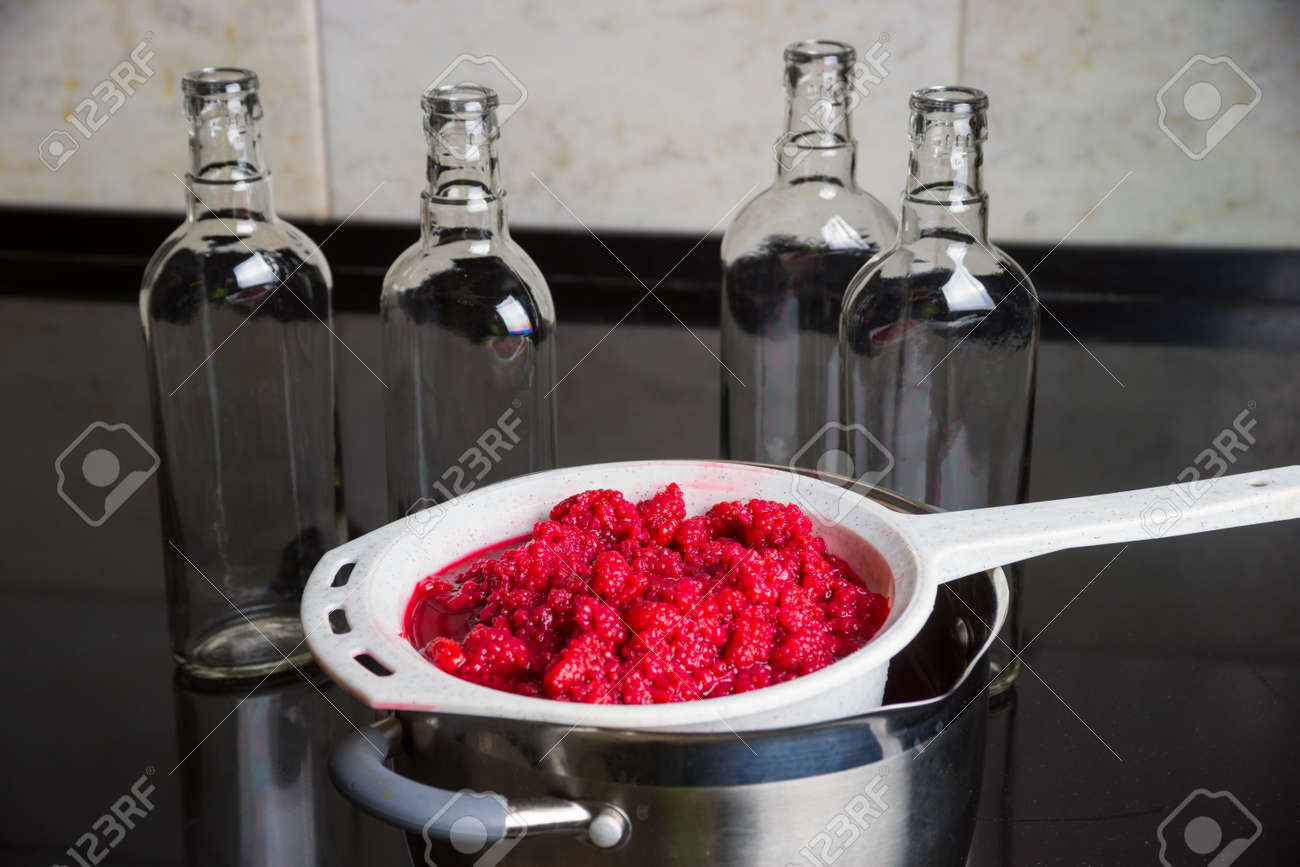 homemade raspberry liqueur ready to fill in bottles ロイヤリティー