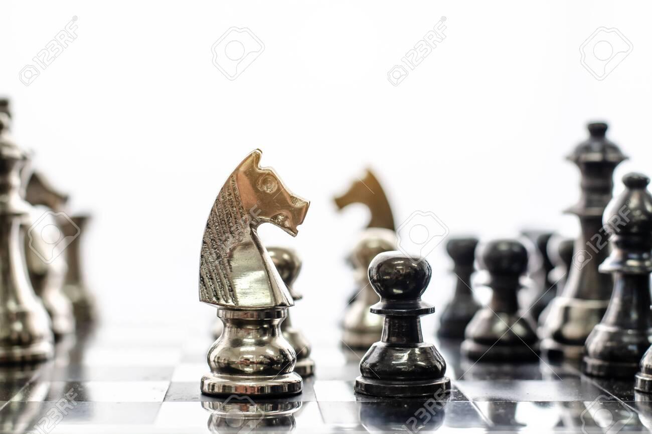 Detail of a hand making the first move in a chess game, moving the pawn one field forward. Selective focus - 128094748