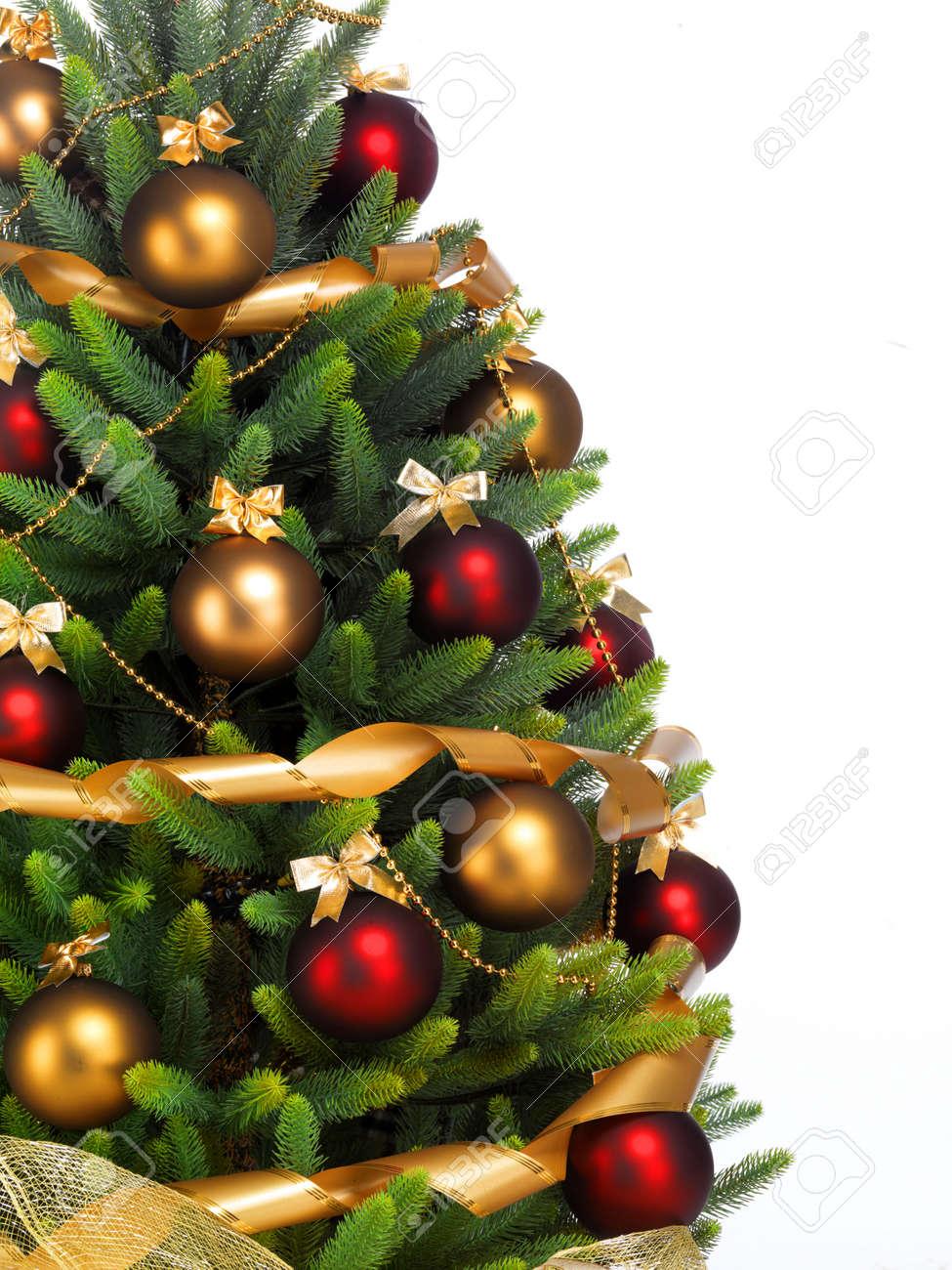 arbol de navidad decorado rbol de navidad decorado sobre fondo blanco