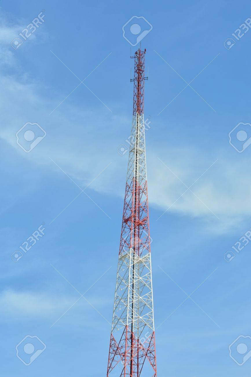Radio Tamaño De La Antena Grande. Fotos, Retratos, Imágenes Y Fotografía De  Archivo Libres De Derecho. Image 32388981.
