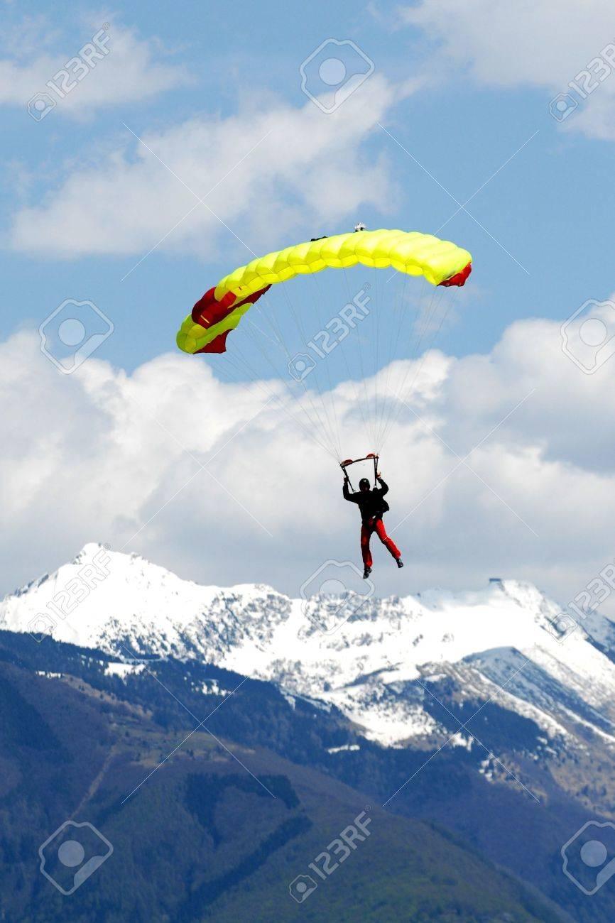 Extreem sports. parachuting under a blue sky Stock Photo - 7722483