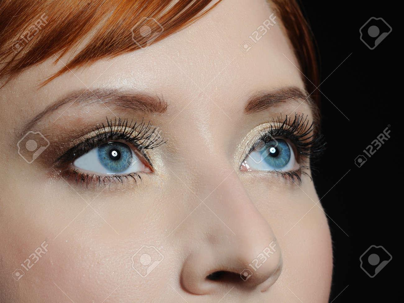 Schones Makro Schuss Des Blauen Augen Mit Langen Wimpern Und Make Up