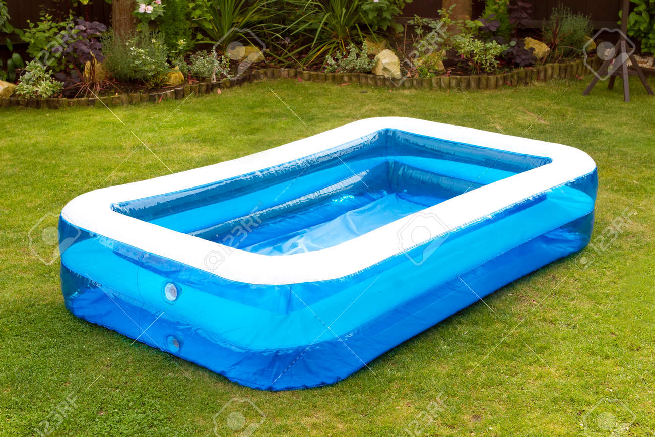 Swimming pool aufblasbar  An Inflatable Swimming Pool In An English Garden Stock Photo ...