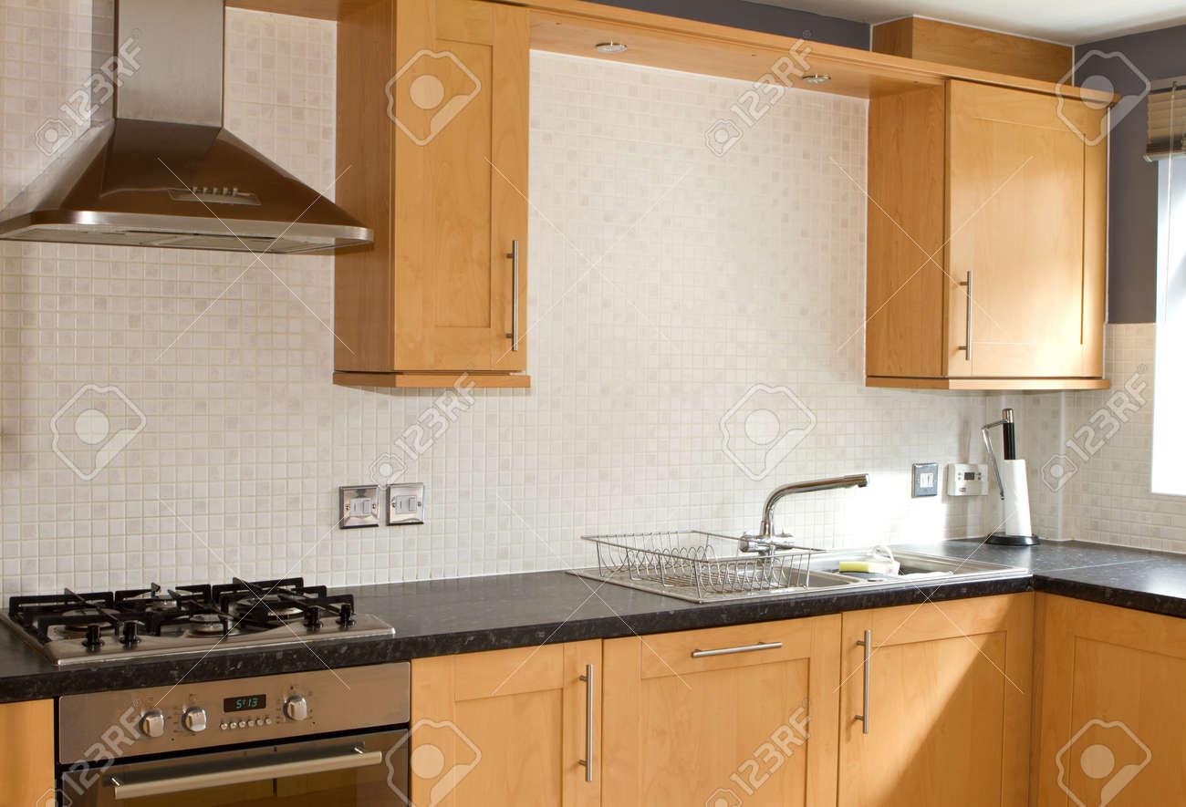 Reinigen Moderne Küche In Einem Typischen Englisch Haus Lizenzfreie ...