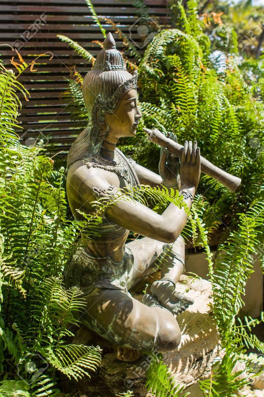 Flautista Divertido Escultura De Jardin Tradicional Tailandes - Escultura-jardin
