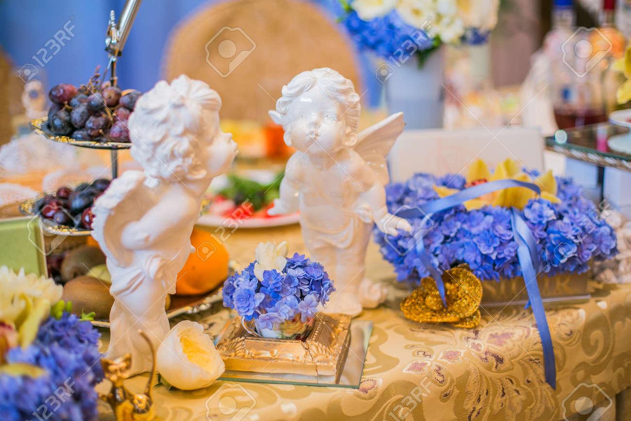 Table Decoration De Mariage Avec De Belles Fleurs Bleues
