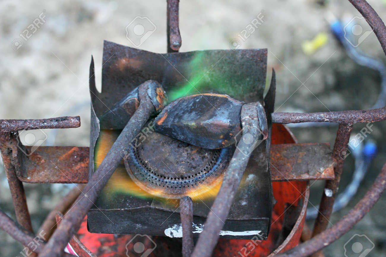 Soldadura De Canalón De Aluminio Usando El Cobre De Soldadura Con El ...